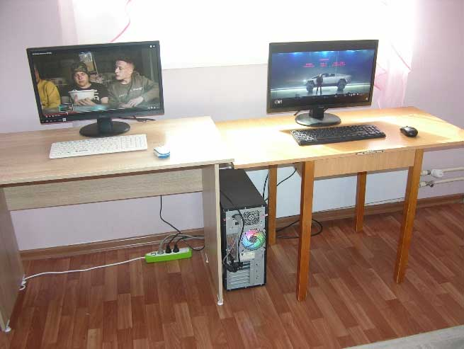 These are both workplaces and just 1 PC!